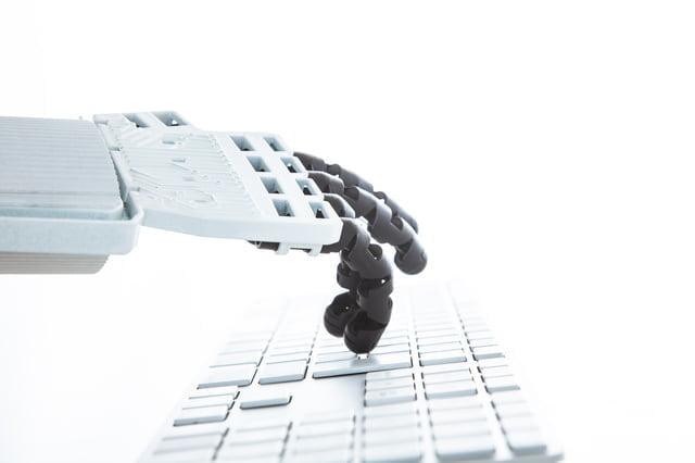 機械の手とキーボード
