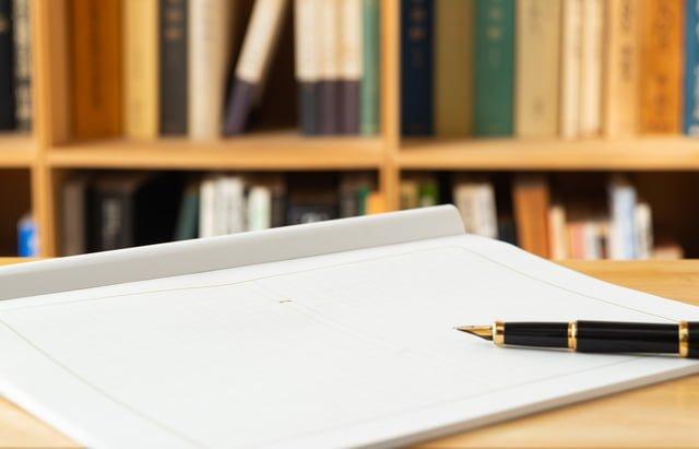 原稿用紙と万年筆