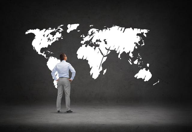 大陸地図と男性