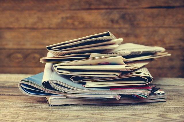 積まれた雑誌